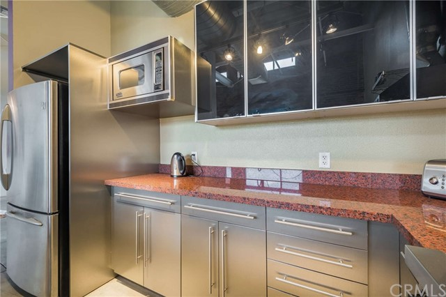 835 Locust Avenue, Long Beach CA: http://media.crmls.org/medias/221ba2f1-cbb1-4677-a0e6-2d69084634f5.jpg