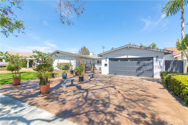 2124 S Della Lane Anaheim, CA 92802 is listed for sale as MLS Listing OC17195643