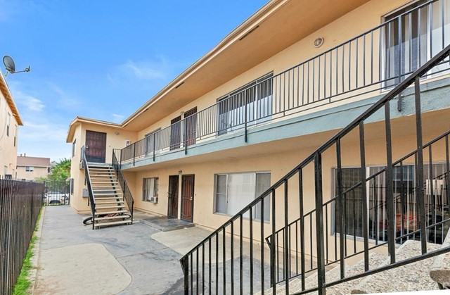 1871 Chestnut Avenue, Long Beach CA: http://media.crmls.org/medias/2225c942-137b-45c1-8580-916af5feaccb.jpg