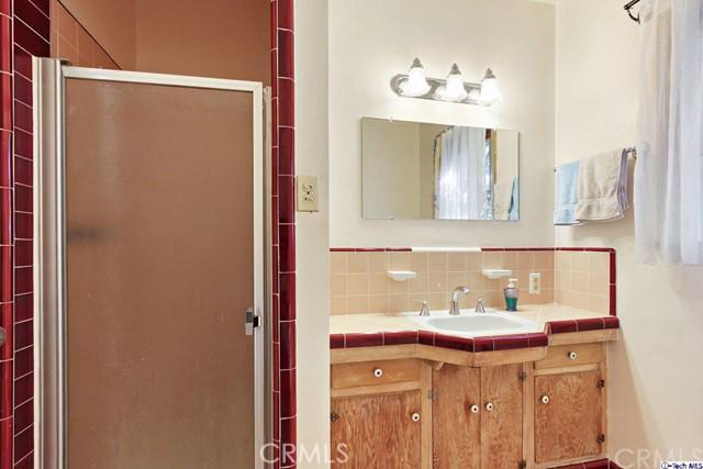 11753 Riverside Drive, Valley Village CA: http://media.crmls.org/medias/2232744c-2898-4144-866e-14aac96f94a3.jpg