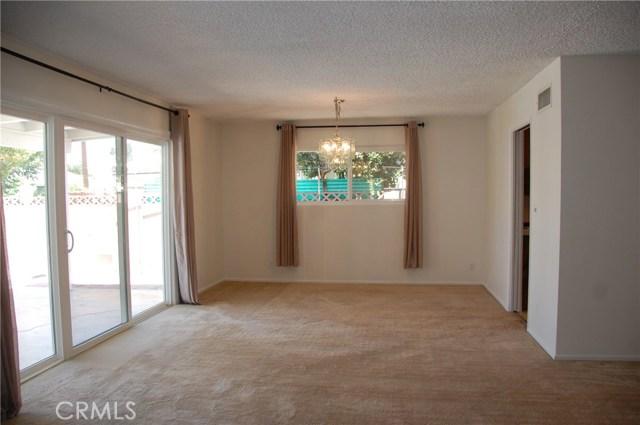 6621 Whitman Avenue, Lake Balboa CA: http://media.crmls.org/medias/22362dc4-1607-4e2d-986f-d31e3c326b24.jpg