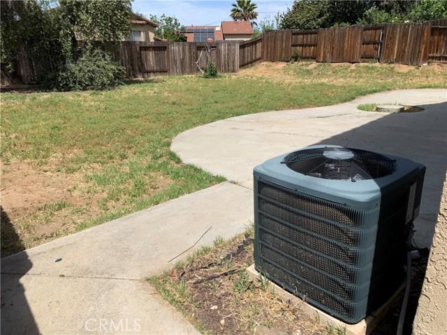 12533 Broadleaf Lane, Moreno Valley CA: http://media.crmls.org/medias/22833384-ec85-4dc0-95b3-80d5b07f53b5.jpg