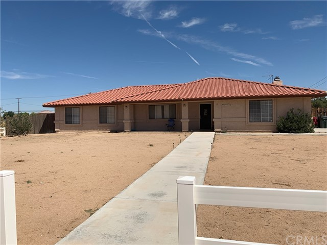 Detail Gallery Image 1 of 22 For 20710 Us Highway 18, Apple Valley, CA 92307 - 3 Beds   2 Baths