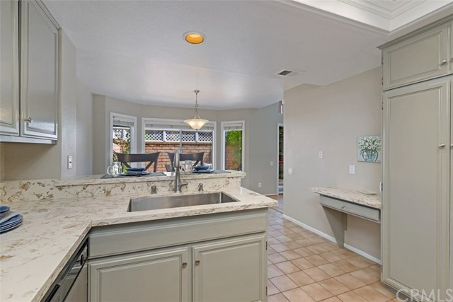 29035 Canyon Crest Drive, Lake Forest CA: http://media.crmls.org/medias/22de3a13-b25d-483b-b0d5-a2f7d948e034.jpg