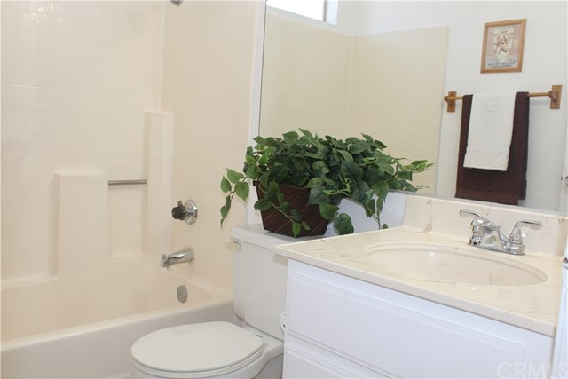 11570 Pinnacle Peak Court, Rancho Cucamonga CA: http://media.crmls.org/medias/22f1f16d-e2fe-480d-a1ec-86f2f3232998.jpg