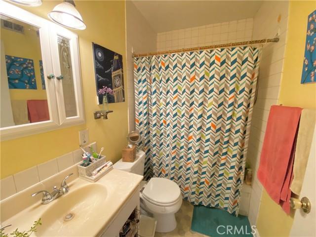 1048 E Lemon Avenue, Glendora CA: http://media.crmls.org/medias/230b51c6-348b-420c-83ae-d4f2f7053cae.jpg