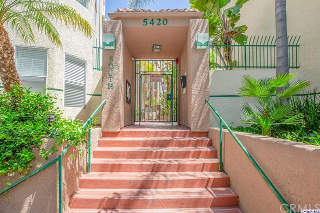 5420 Sylmar Avenue, Sherman Oaks CA: http://media.crmls.org/medias/232d715c-9a51-41e5-9633-3fa461740190.jpg