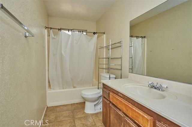 11790 Pasco Road, Apple Valley CA: http://media.crmls.org/medias/2338f9f1-feed-4299-9860-283c977ad779.jpg