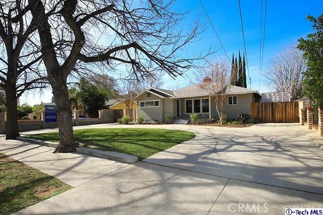 Casa Unifamiliar por un Venta en 7711 Owensmouth Avenue Canoga Park, California 91304 Estados Unidos