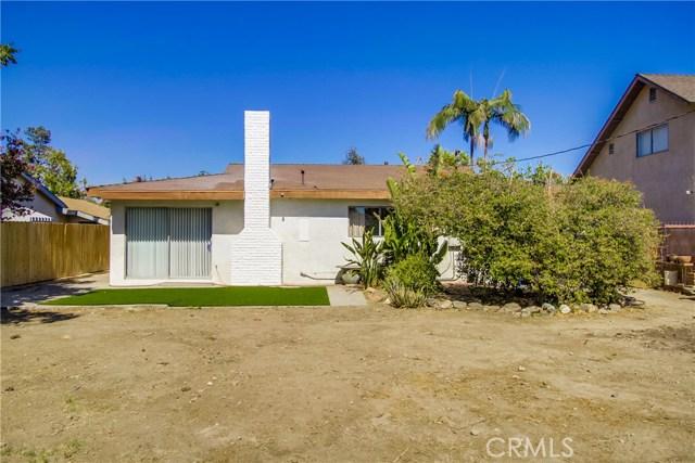 9009 Oneida Avenue, Sun Valley CA: http://media.crmls.org/medias/23506a47-507b-4fcd-a35f-e761b1300395.jpg