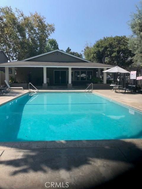 8429 El Arroyo, Huntington Beach CA: http://media.crmls.org/medias/2354e0d6-0a8b-4b29-a1e9-acfbac69021e.jpg