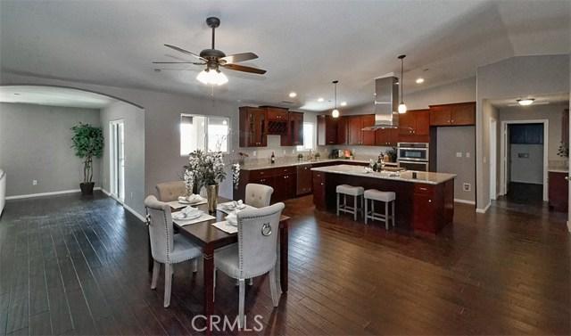 16393 Shenandoah Road, Apple Valley CA: http://media.crmls.org/medias/23551bb4-58e3-438e-8360-f821fb7d5ae5.jpg