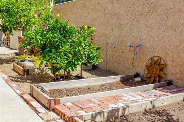 2037 N Tulare Way, Upland CA: http://media.crmls.org/medias/23aba4b9-9a27-4299-b5c5-d715b88af3e4.jpg