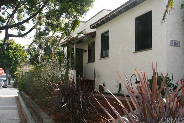 2652 7th Street, Santa Monica CA: http://media.crmls.org/medias/23b0c1fe-cf01-4db6-ae51-2a12d7668de8.jpg