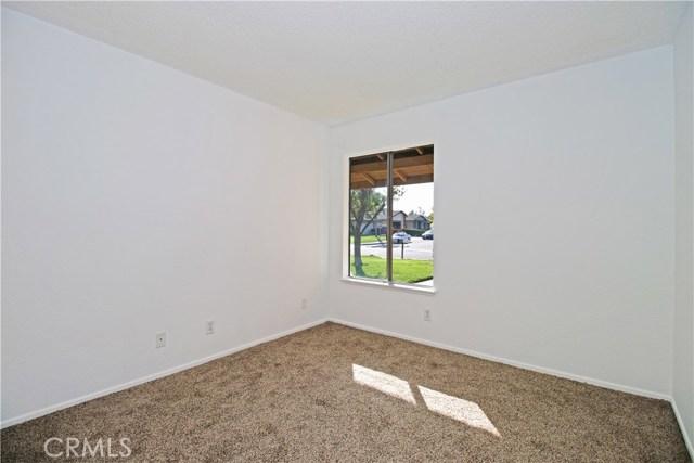 4905 Lakewood Drive, San Bernardino CA: http://media.crmls.org/medias/23cb5ec9-df25-41ee-9469-b482779e161a.jpg