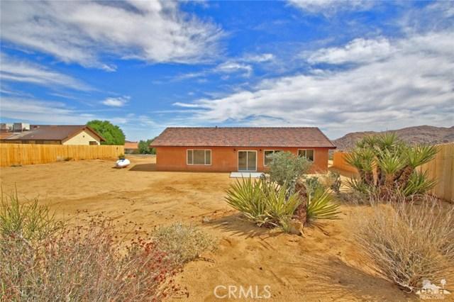 61755 Navajo, Joshua Tree CA: http://media.crmls.org/medias/24002608-a817-437c-946f-c42b5d3d6028.jpg