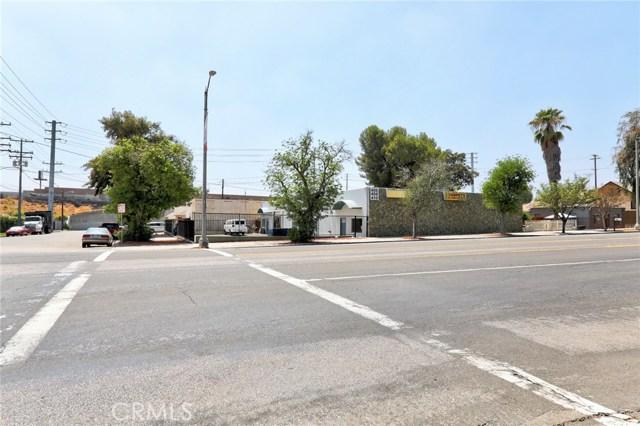410 W Valley Boulevard, Colton CA: http://media.crmls.org/medias/2417945f-84f1-43fd-a309-5f43495ac321.jpg