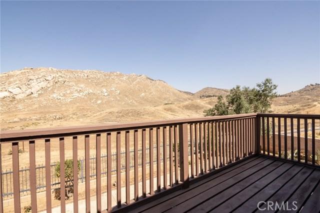 10205 Canyon Vista Road, Moreno Valley CA: http://media.crmls.org/medias/24315079-2d01-4974-98d5-09b35c9a93d3.jpg