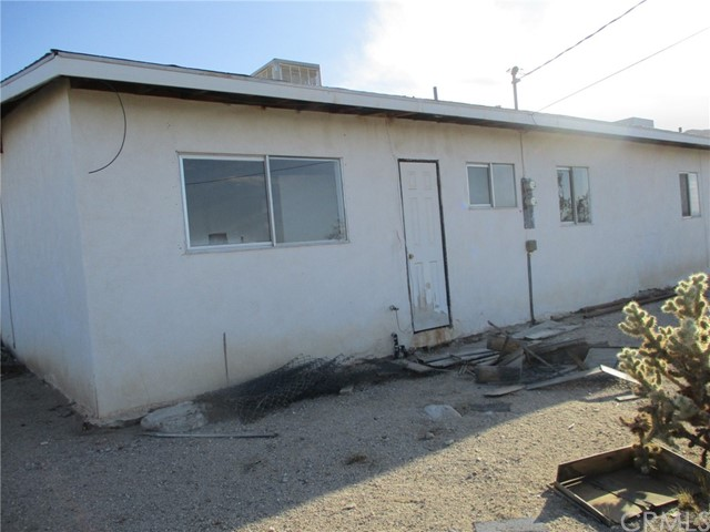 74622 A & B Sunrise Drive, 29 Palms CA: http://media.crmls.org/medias/24359e05-3b63-426f-a1d3-4c9d56f95969.jpg