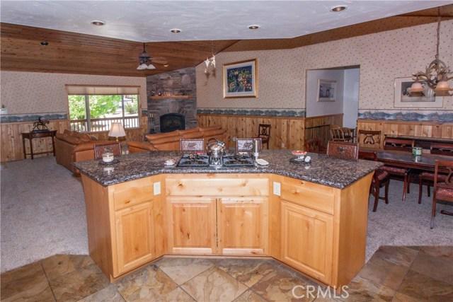 1480 Willow Glenn Court, Big Bear CA: http://media.crmls.org/medias/244b9242-f345-4082-8f31-16896dda1808.jpg