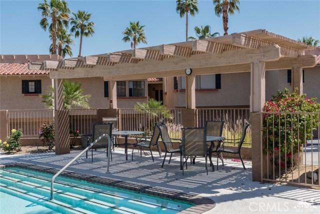 46375 Ryway Place, Palm Desert CA: http://media.crmls.org/medias/244d8d49-26bb-4a26-9af1-b06c222b9a01.jpg