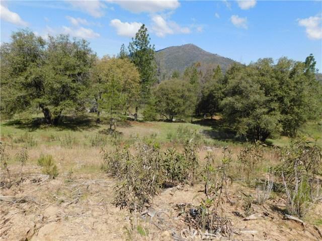 5833 Half Dome, Mariposa CA: http://media.crmls.org/medias/2468d7d5-4699-4055-9b11-90a5ff30bd87.jpg