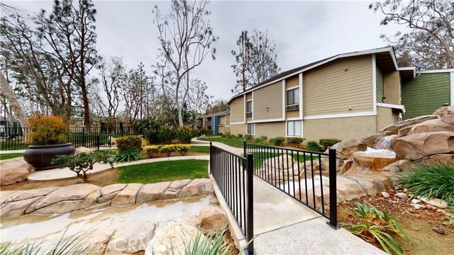 3535 Banbury Drive, Riverside CA: http://media.crmls.org/medias/2484e34d-ce9e-46be-ae50-50f6c7862acf.jpg