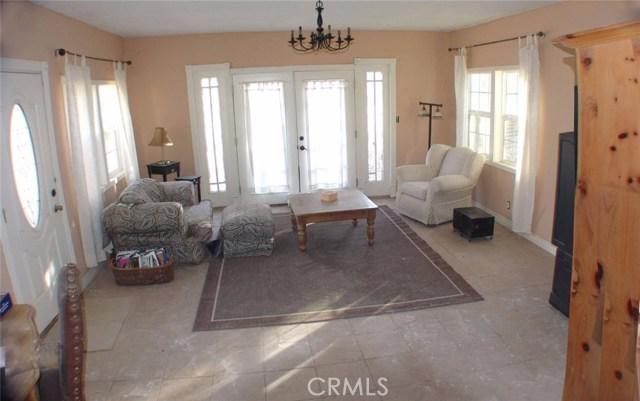 独户住宅 为 销售 在 10220 Buena Vista Road Lucerne Valley, 92356 美国