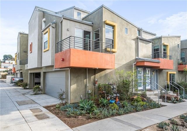 Detail Gallery Image 1 of 1 For 1803 16th St #E,  Santa Monica,  CA 90404 - 3 Beds | 0/1 Baths