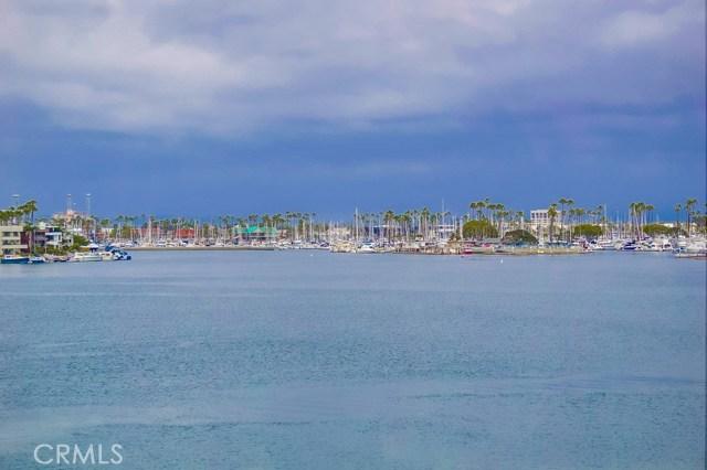 6815 E Seaside Walk, Long Beach CA: http://media.crmls.org/medias/249c832e-bc23-4d2e-93f0-e63b2d0624d2.jpg