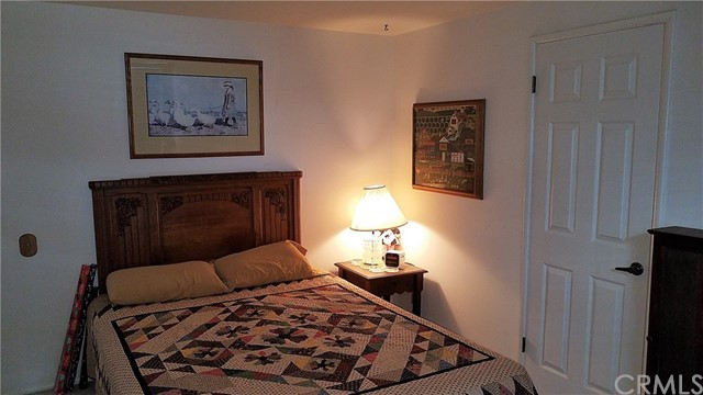 238 Shasta Drive, Lake Arrowhead CA: http://media.crmls.org/medias/24a77a54-6d7b-44cf-af3b-b05c4197f5ce.jpg