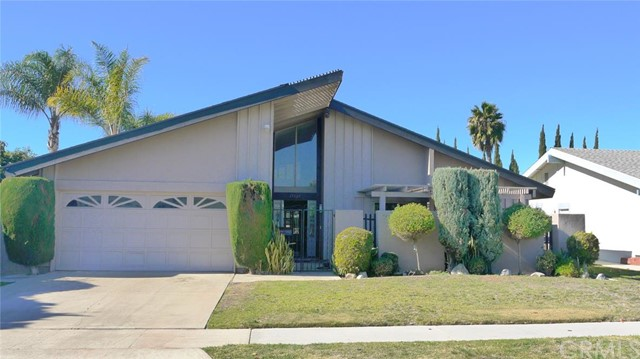 Single Family Home for Rent at 17125 San Ricardo St Fountain Valley, California 92708 United States