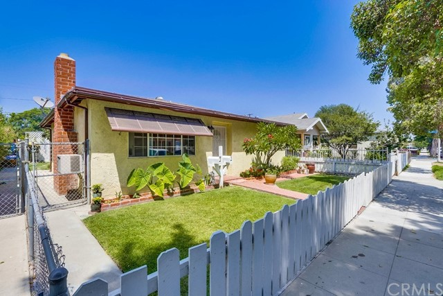 285 E Norton Street, Long Beach CA: http://media.crmls.org/medias/24b84bb8-26a3-40c9-885e-6c6cd93cc867.jpg