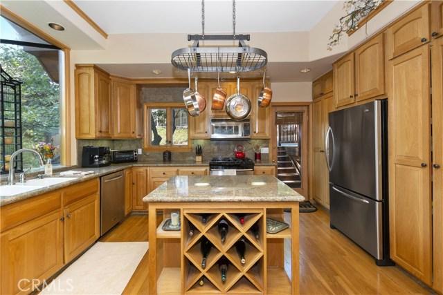 27537 W Shore Road, Lake Arrowhead CA: http://media.crmls.org/medias/250e8ebb-3965-479e-a4c8-3c3192c8a0f4.jpg