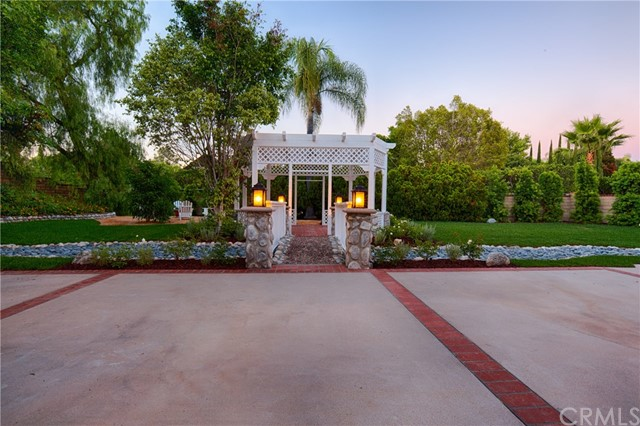 27746 Hidden Trail Road, Laguna Hills CA: http://media.crmls.org/medias/25206ded-a1dd-4dd5-9442-3bb5cc81f1a4.jpg