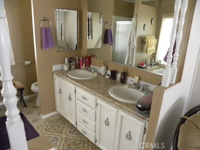 40897 Laredo, Cherry Valley CA: http://media.crmls.org/medias/252ef57d-92f1-422a-9a48-560eccfcab6e.jpg