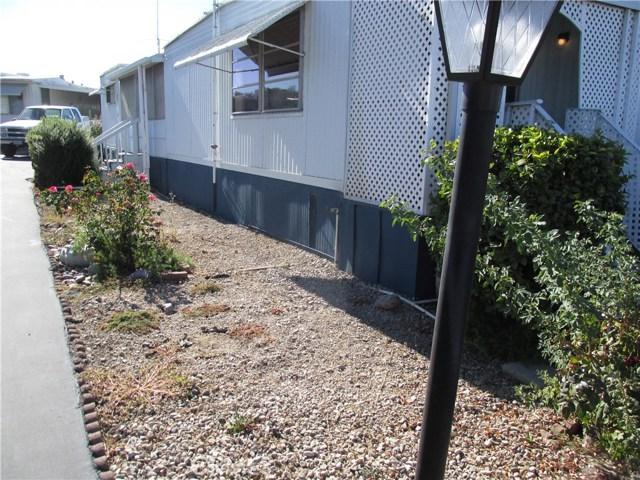 12874 California, Yucaipa CA: http://media.crmls.org/medias/253ddd80-97ce-4197-88c5-6846f15b59f6.jpg