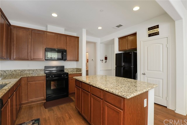 9363 Bistro Place, Rancho Cucamonga CA: http://media.crmls.org/medias/257e963a-3f7f-4610-b2bd-e8fe5d0c7a81.jpg