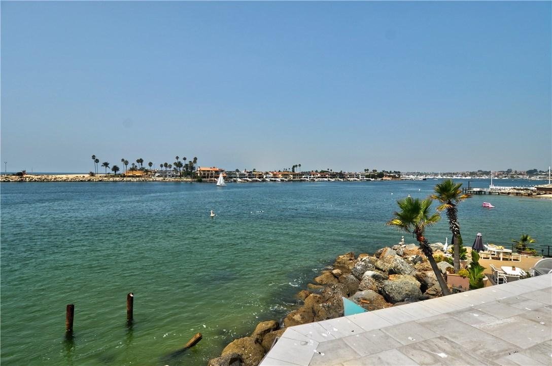 2717 Shell Street, Corona del Mar CA: http://media.crmls.org/medias/2599cabf-56cd-4492-8f81-38c8edf115ac.jpg