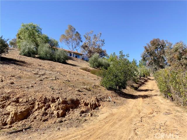 33800 Black Mountain Road, Temecula CA: http://media.crmls.org/medias/25abfad7-4ad0-4ab5-994c-c19cd56b34cb.jpg