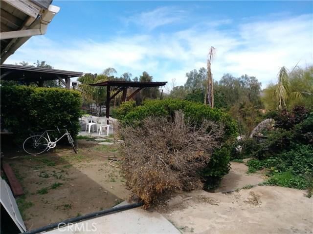 31382 Montgomery Avenue, Nuevo/Lakeview CA: http://media.crmls.org/medias/25bd1e82-84f9-402e-8f43-cd39937f9431.jpg
