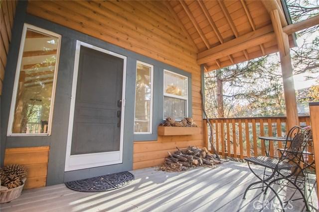 27263 Bernina Drive, Lake Arrowhead CA: http://media.crmls.org/medias/25c02e15-0d1a-4884-bca3-f4acffde00e7.jpg