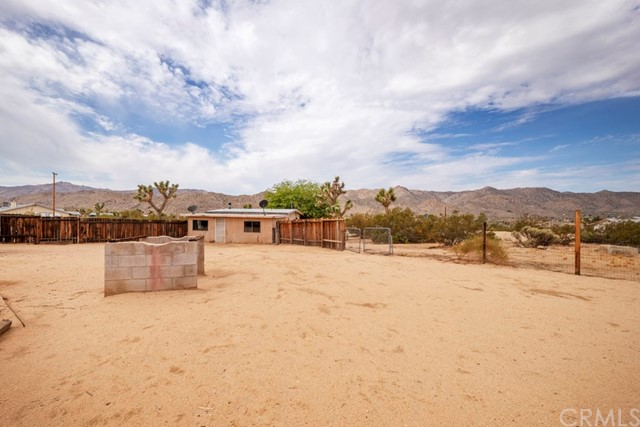 63310 Single Tree Lane, Joshua Tree CA: http://media.crmls.org/medias/25c17c81-de59-47d5-a238-f75e7308f494.jpg
