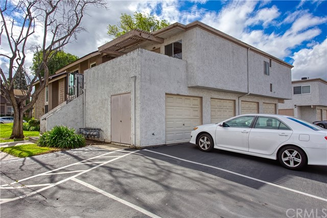 136 Oval Road, Irvine CA: http://media.crmls.org/medias/25ddeddd-d6df-4fc6-8f26-4fb289cf9378.jpg