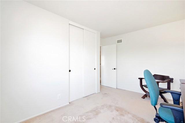 915 S Ridgecrest Circle, Anaheim Hills CA: http://media.crmls.org/medias/25e93c22-90d8-4b64-a881-63afcb7235a7.jpg