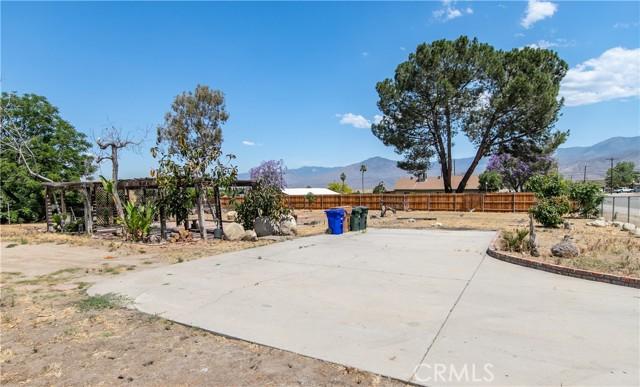 1377 Agate Avenue, Mentone CA: http://media.crmls.org/medias/25f04ba8-bbb7-4400-a49d-e6bd1ef9c08e.jpg