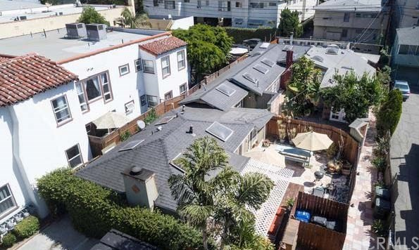 1200 N Orange Grove Avenue, West Hollywood CA: http://media.crmls.org/medias/25f8e5b2-b505-41d9-8ad5-cf577eadc80f.jpg