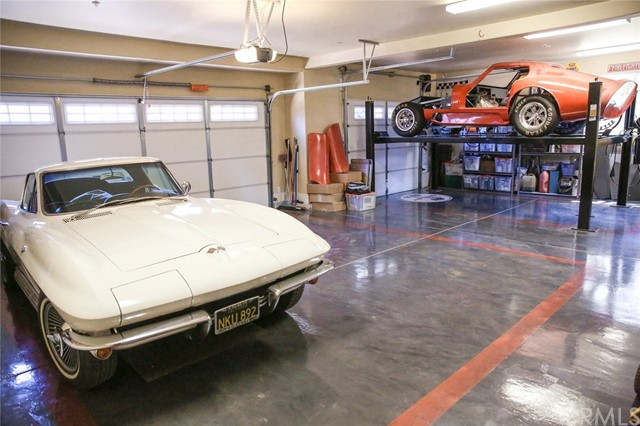 23 x 35 3 car garage with 9 1/2\' ceilings. Metalli
