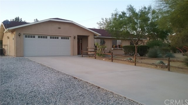 22686 Saguaro Road, Apple Valley CA: http://media.crmls.org/medias/2616a09e-844b-4895-8fc1-5f717e763630.jpg