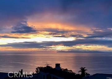 1040 La Mirada Street, Laguna Beach CA: http://media.crmls.org/medias/261d0196-5039-44aa-b699-5f253ddc0b5a.jpg